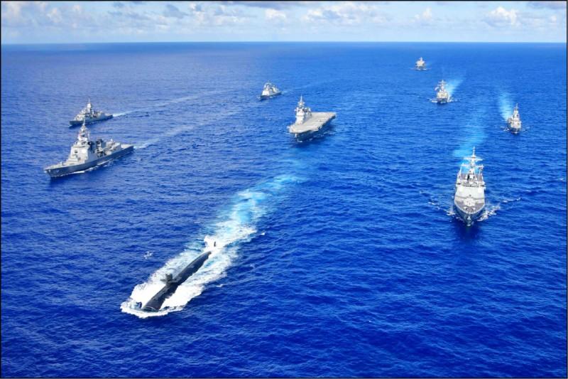 美國海軍作戰部長吉爾迪上將十三日表示,在美國海軍整軍的長期規劃中,中國是美國頭號戰略威脅;為因應未來十年海上軍力平衡出現變化,美國已超前部署,將制定跨軍種的海事戰略以遏制中國。(美軍太平洋艦隊臉書)