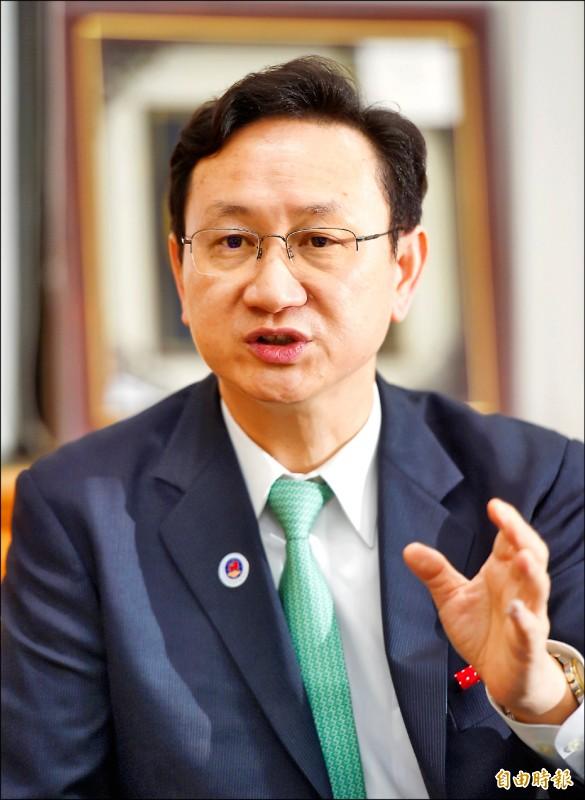 僑委會委員長童振源表示,上任後已建立九大平台匯聚僑界能量,盼壯大中華民國台灣。(記者方賓照攝)