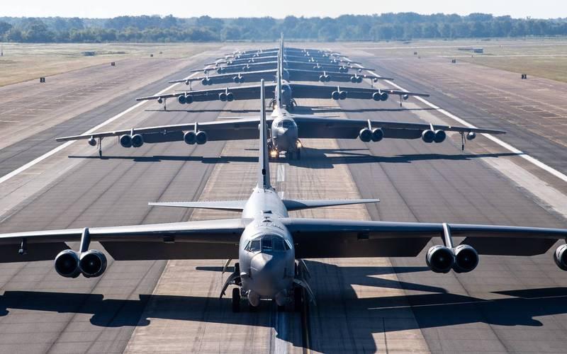 美軍路易斯安那州巴克斯代爾空軍基地今天稍早進行戰備演訓,8架B-52H轟炸機1字排開進行「大象漫步」。(擷取自「飛機守望」推特)
