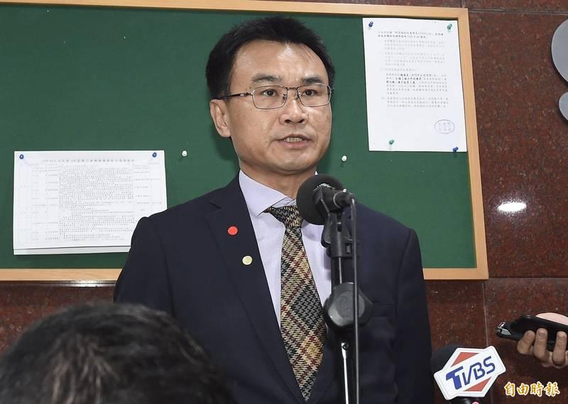 陳吉仲表示,預計每公頃將補助12萬元以上,詳細金額中午公布。(記者簡榮豐攝)