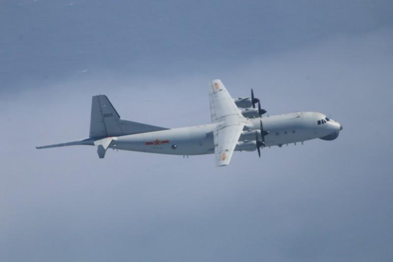 國防部公布今日所拍攝到的運八反潛機圖片。(國防部提供)