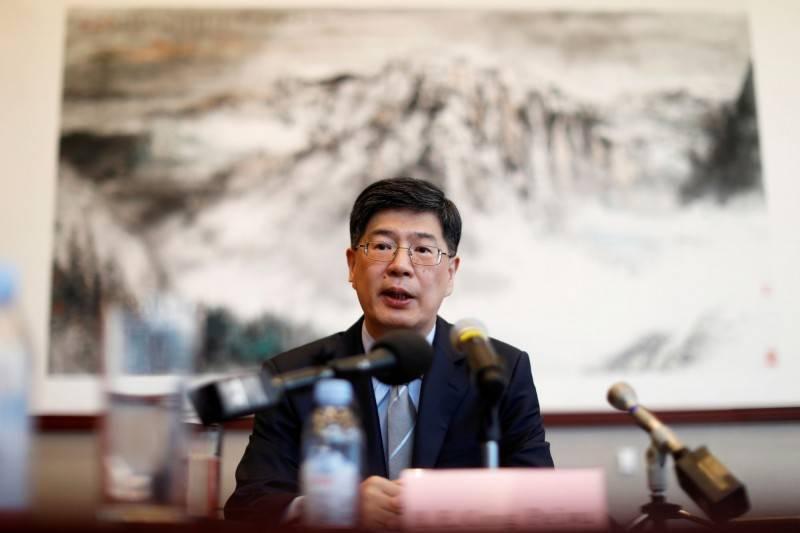 中國駐加拿大大使叢培武(見圖)否認「脅迫式外交」,並再度警告加拿大「停止政治庇護港示威者」,並要求釋放華為集團財務長孟晚舟。(路透)