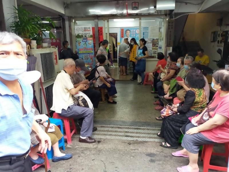 50至64歲緩打疫苗 綠議員張志豪:應提配套化解民怨