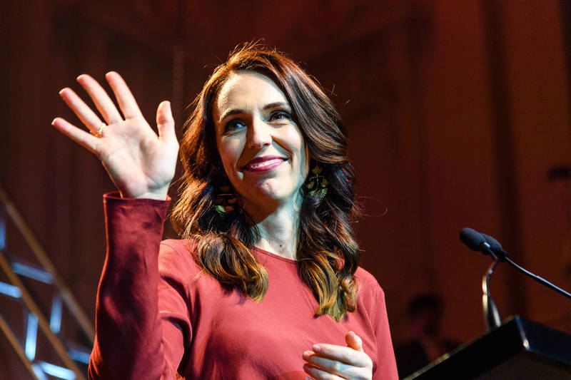 紐西蘭今(17)日國會大選結果出爐,由現任總理阿爾登所領導的工黨獲得壓倒性勝選,工黨有望在這次大選後成為紐西蘭第一個單獨執政的執政黨。(彭博)