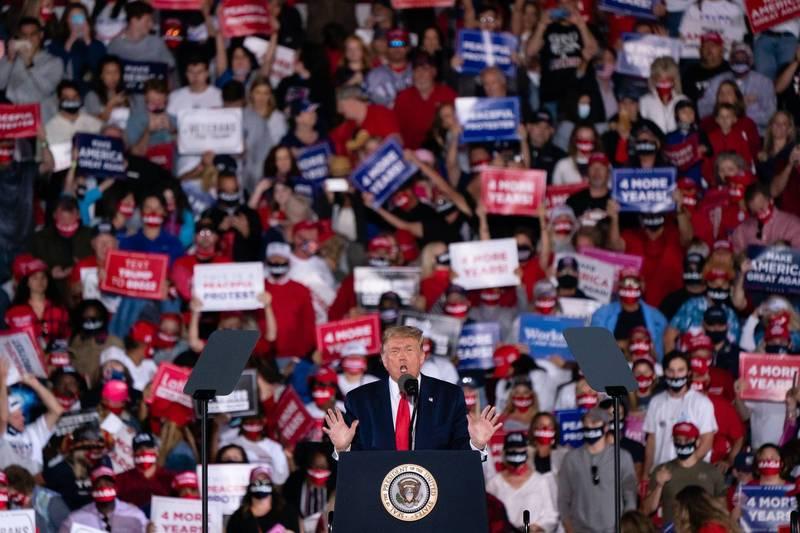 川普昨天在喬治亞州舉辦造勢活動,開玩笑稱自己若選輸拜登,自己可能會離開美國。(法新社)