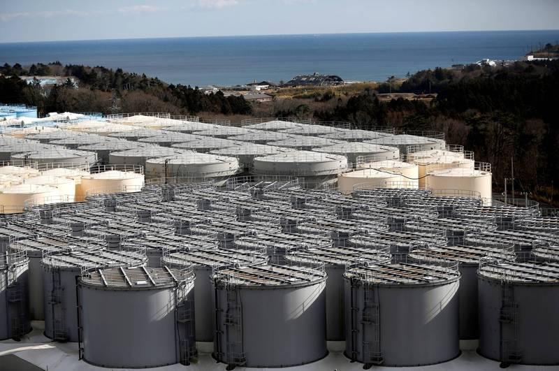 現傳日本政府擬將123萬噸輻射污水排入太平洋作為解決方案,並將在月內敲定作業細節。圖為福島核電廠核汙水儲罐。(路透)