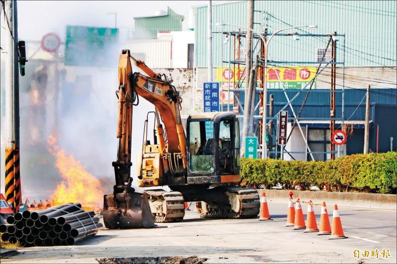 台電包商挖斷瓦斯管 3工人遭火吻