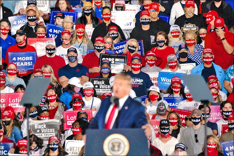 美國總統川普十六日在喬治亞州梅肯市拉票。 (法新社)