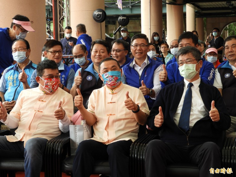 對於國民黨近期規畫舉辦台灣光復節紀念活動,新北市長侯友宜表示,希望大家一起愛台灣這塊寶島,團結慶祝台灣光復節。(記者賴筱桐攝)