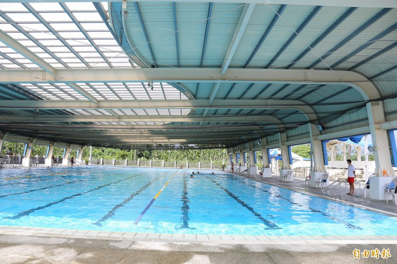 內埔游泳池年虧320萬元傳熄燈,鄉公所多管齊下拚翻轉。(記者邱芷柔攝)