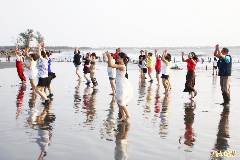 全台最美馬桶爆紅!嘉義白水湖壽島「踏浪之舞」行銷東石之美