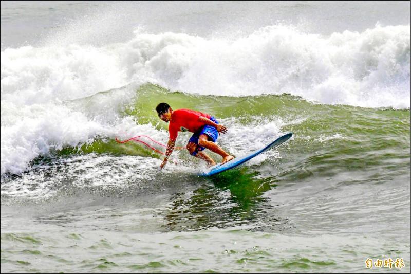 佳樂水衝浪賽 潘孟安體驗SUP