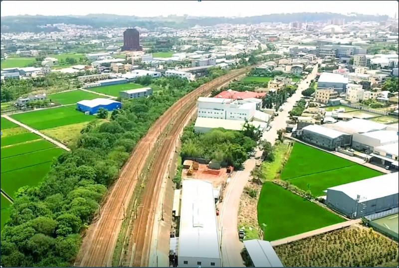 彰化市鐵路高架化案子最近被國發會退回,縣長王惠美感慨中央建設分藍綠。(彰化縣政府提供)