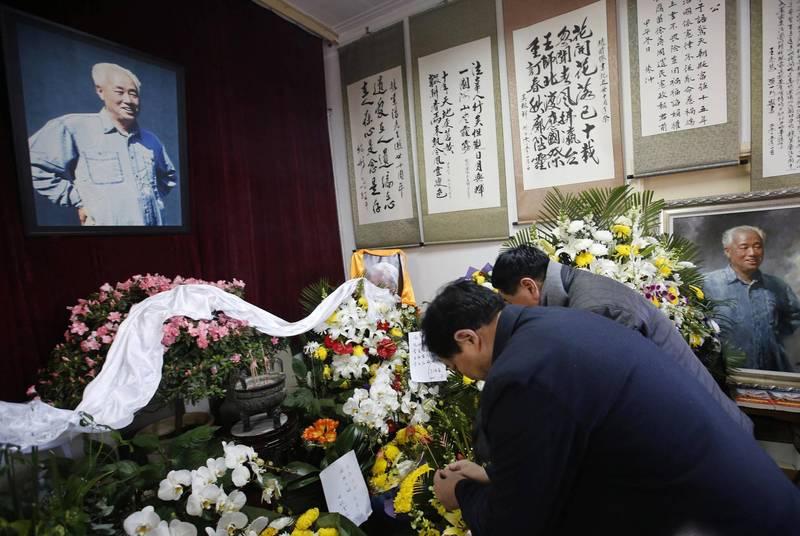 趙紫陽下葬1週年 家屬在監視器前祭拜