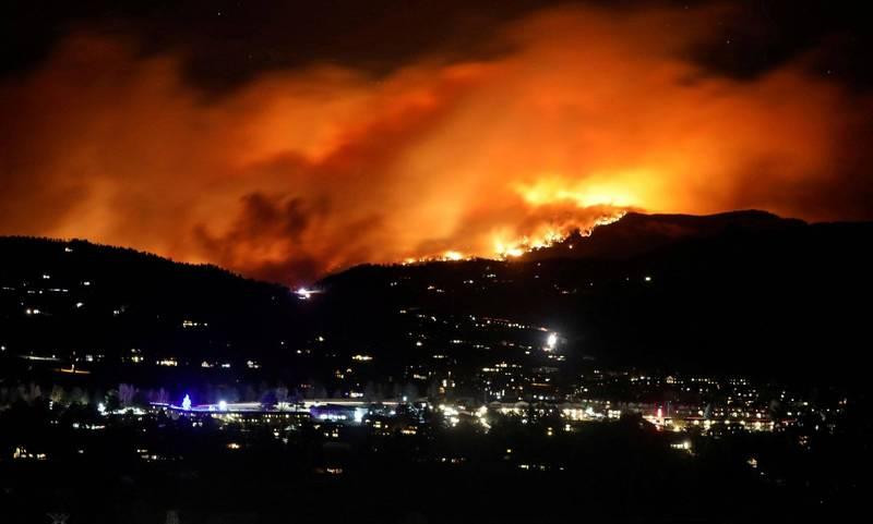 美國科羅拉多州發生州內史上最大野火──卡梅倫山火(Cameron Peak Fire,圖),目前大約已燒掉3個台北市的面積。(路透)