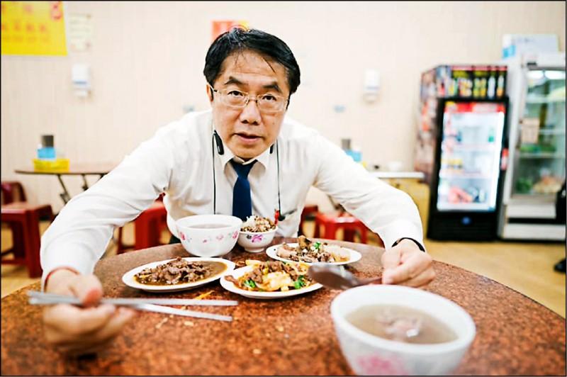 台南市長黃偉哲回應陳其邁,展現呵護台南肉燥飯的霸氣。 (記者王榮祥翻攝)
