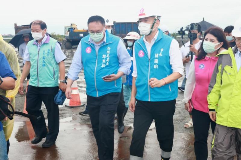 前高市新聞局長鄭照新呼籲別再消費韓國瑜。(記者王榮祥翻攝)