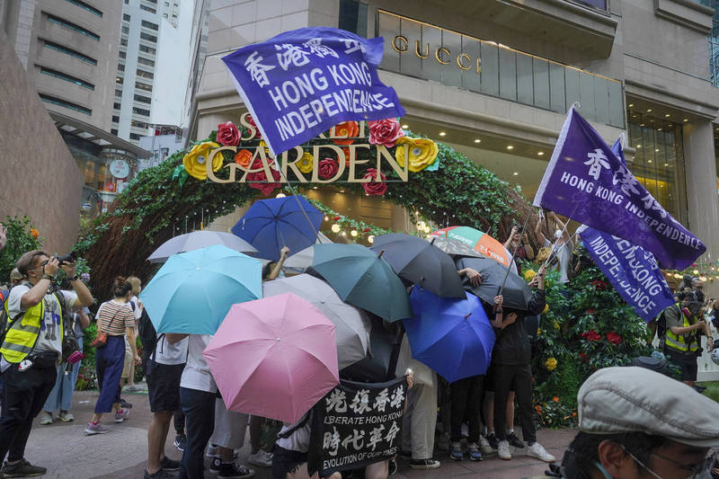 由流亡海外港人成立的組織「避風驛」在今天(19日)表示,有名在香港中文大學就讀的香港女大生,在14日正式被德國政府批准政治庇護申請,獲得為期3年的難民資格。示意圖。(美聯社)