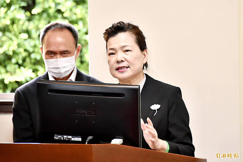 Minister of Economic Affairs Wang Mei-hua, right, speaks during a meeting of the legislature's Economics Committee in Taipei yesterday. Photo: Tu Chien-jung, Taipei Times