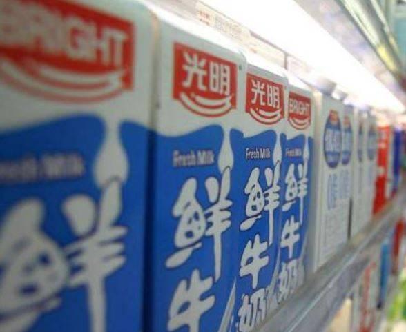 中國乳製品企業「光明乳業」近日遭中共當局控廣告「損害國家尊嚴或利益,洩露國家秘密」,慘遭罰款30萬人民幣(約新台幣128萬元)。(圖取自微博)