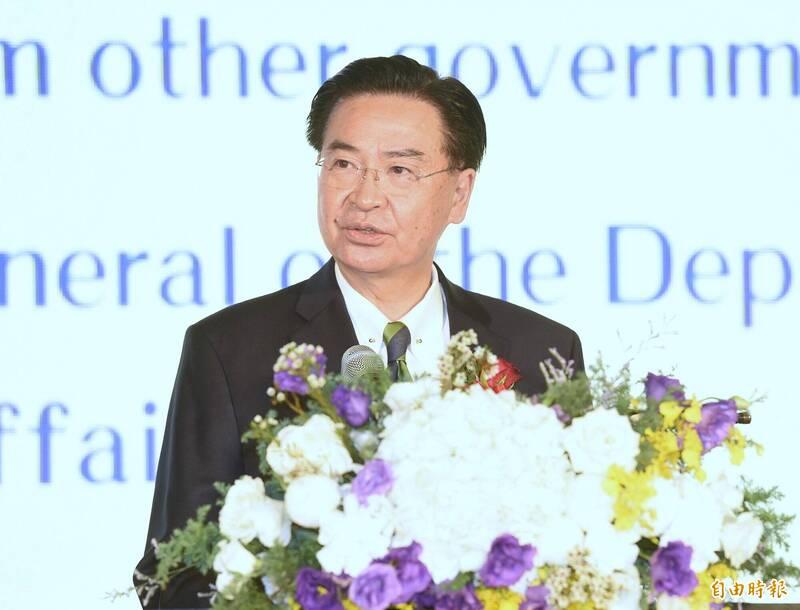 外交部長吳釗燮(見圖)今推文表示,強烈譴責中國不文明的暴力行為,並表示身為主權國家,台灣將會持續在全球各地舉行國慶酒會,「無懼威脅」!(資料照,記者朱沛雄攝)