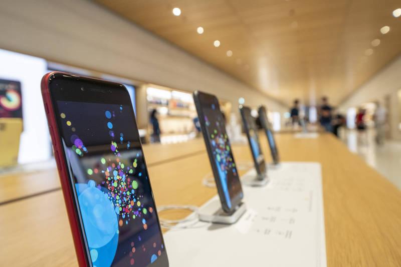紐約通訊行近一個月頻傳店內蘋果手機遭搶。圖為示意圖。(彭博)
