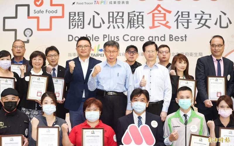 台北市長柯文哲19日出席臺北市食材登錄平台-「醫院美食街」成果發表會,並主持啟動儀式。(記者方賓照攝)