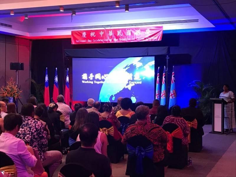 我駐斐濟代表處10月8日舉行國慶酒會,卻有2名中國駐斐濟大使館館員企圖擅闖,並與我方人員發生肢體衝突。(圖擷取自我駐斐濟代表處網站)