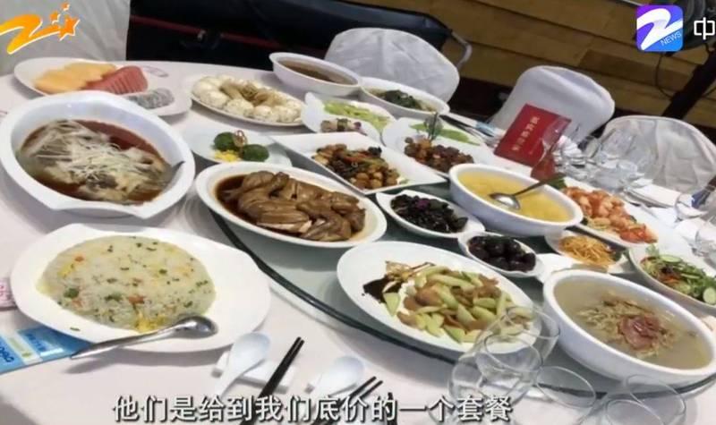 中國浙江杭州方姓女子控訴,在五星級飯店砸了人民幣14萬元辦婚宴,菜色卻十分廉價。(圖擷自微博)