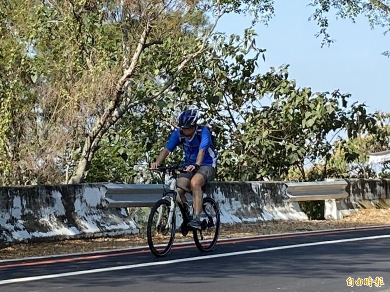 139線縣道實施減速管理後,車友更能安全享受踩踏樂趣。(記者張聰秋攝)