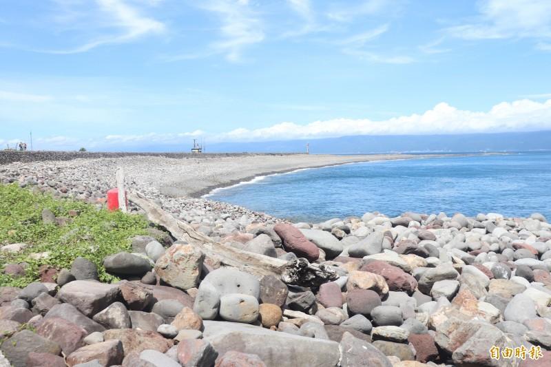 龜山島龜尾湖。(記者林敬倫攝)