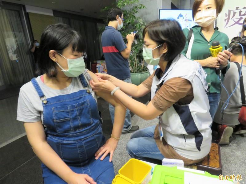 新北市社區設站施打公費流感疫苗,因各站分配數量不同,引發爭議。(記者陳心瑜攝)