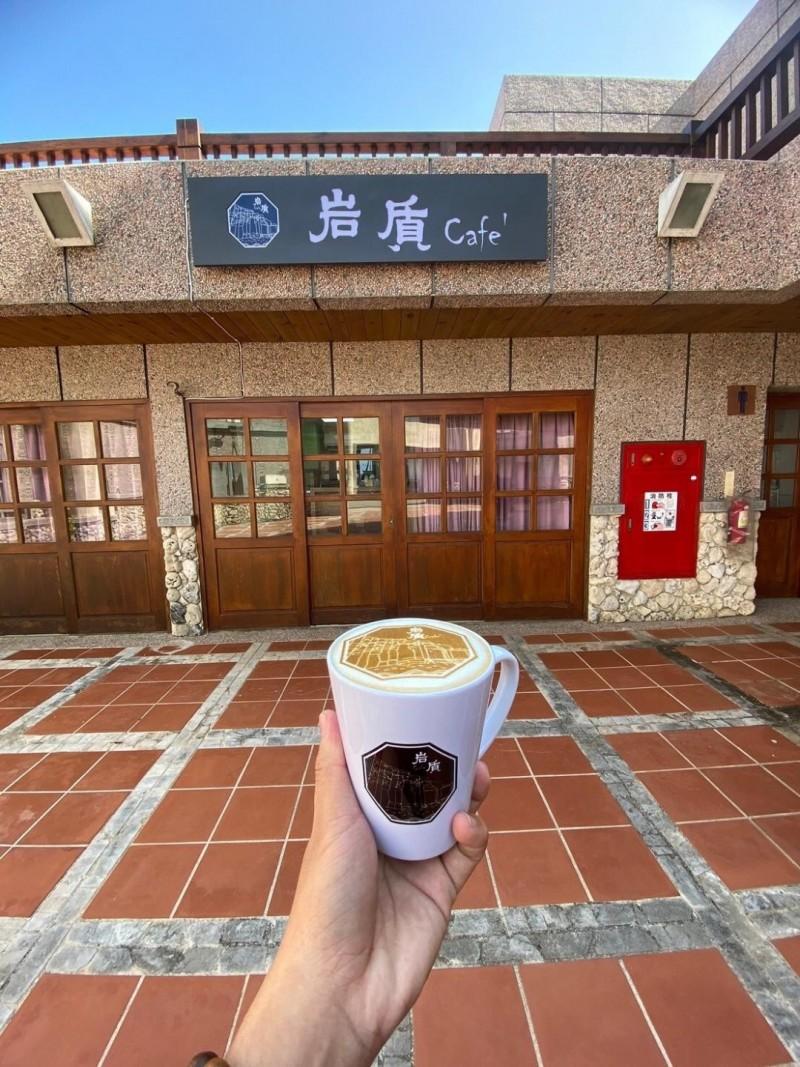 澎湖縣政府旅遊處與澎科大建教合作的岩質咖啡,正式開幕試營運。(澎湖縣政府旅遊處提供)