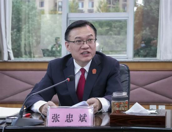 中國湖北省高級人民法院黨組成員、53歲副院長張忠斌。(圖翻攝自湖北法院網)