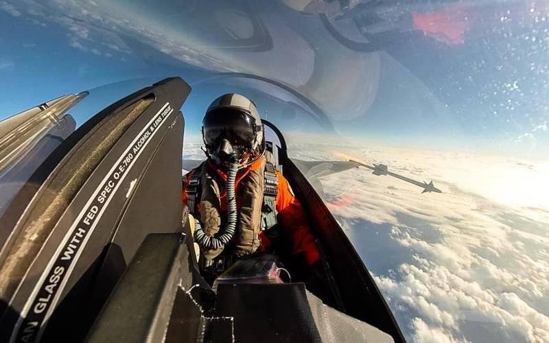 F-16戰機飛行員發射響尾蛇飛彈。(軍聞社)