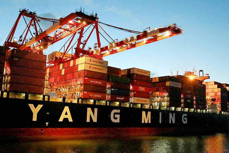 Cargo cranes and shipping containers are pictured at Keelung Port on Aug. 18.   Photo: Ann Wang, Reuters