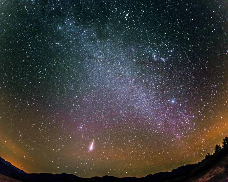 台北市立天文科學教育館指出,獵戶座流星雨今(20日)起登場,若無光害且天氣晴朗,最多每小時可見20顆流星,只要在沒有光害的空曠處就能欣賞。(圖擷取自台北天文館官網)