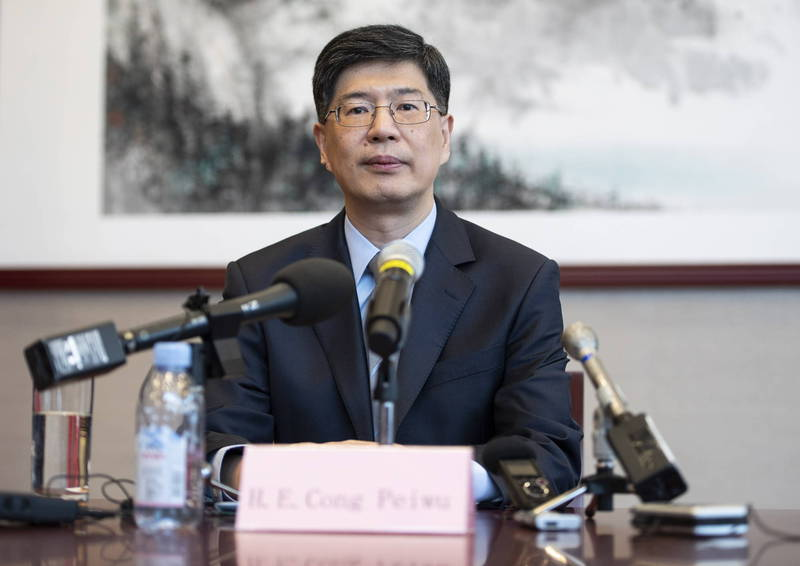 中國駐加國大使叢培武(見圖)日前向加拿大放話不准提供港人政治庇護,還以在港30萬加國公民為要脅,引起加國不滿。(美聯社)