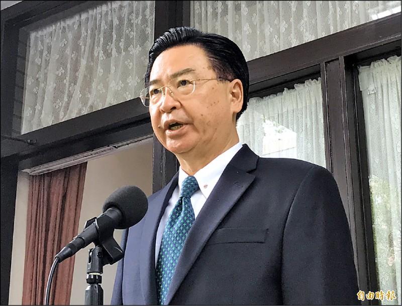 中國外交人員八日闖入我駐斐濟代表處國慶酒會施暴事件,外交部長吳釗燮昨在立法院受訪時表示,「欺負善良的台灣,不會讓中國復興、偉大」。(記者劉信德攝)