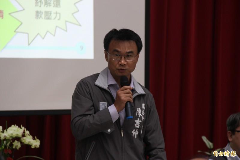 農委會主委陳吉仲今赴桃園區農業改良場與青農對談。(記者許倬勛攝)