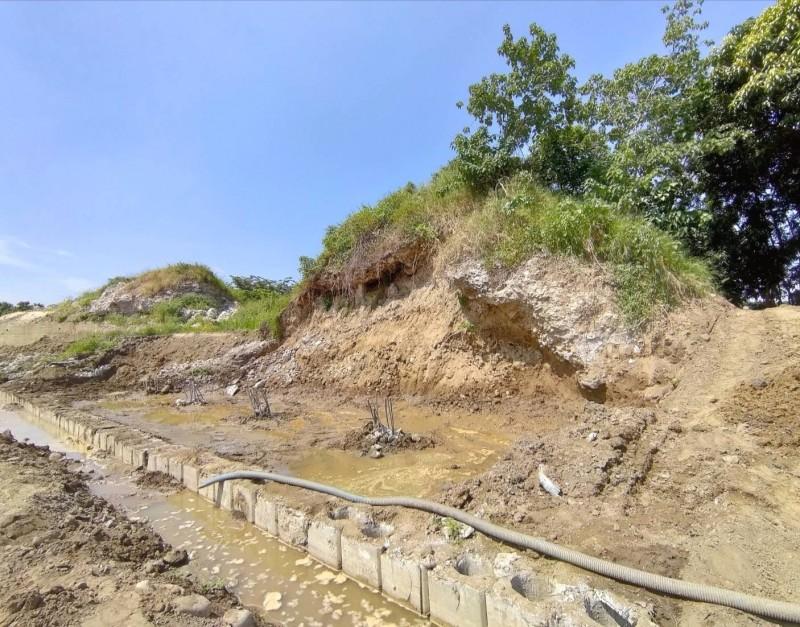 規模較小的日軍彈藥庫,也出現毀損,六河局強調是豪雨造成,絕無人為破壞。(記者吳俊鋒翻攝)