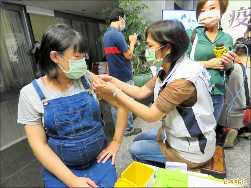 新北市社區設站施打公費流感疫苗。(記者陳心瑜攝)