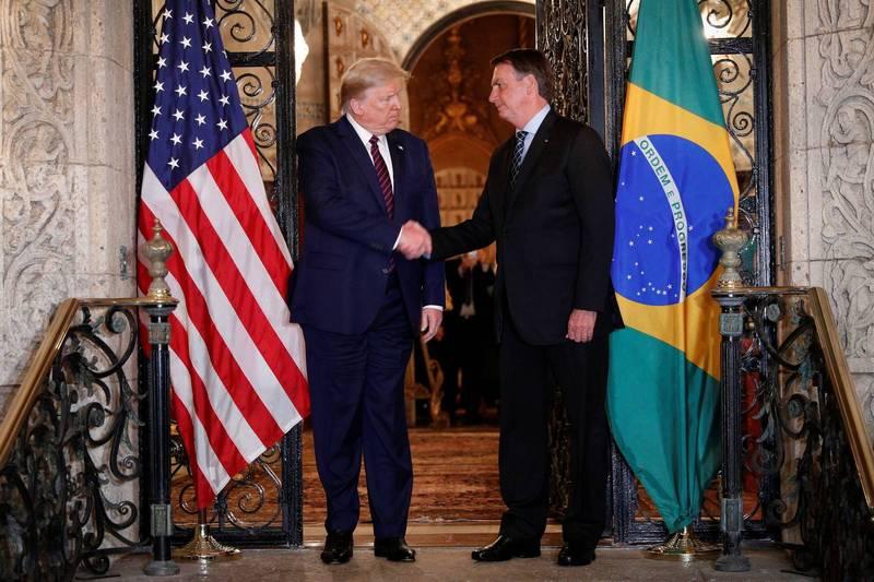 巴西總統波索納洛(圖右)表態支持美國總統川普(圖左)連任。(路透)