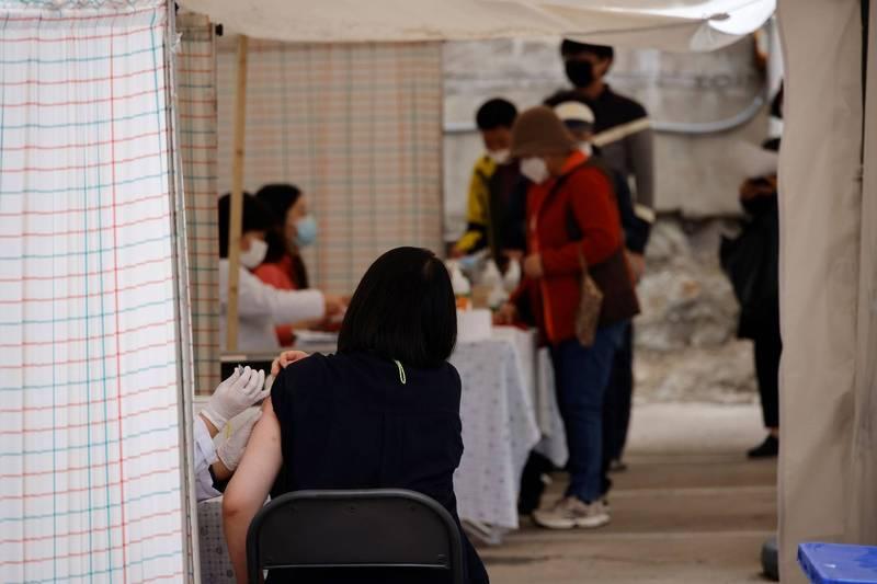 南韓近來接二連三出現民眾在施打流感疫苗後身亡的個案,今日一口氣增加6死,1週內已9人身亡。(路透)