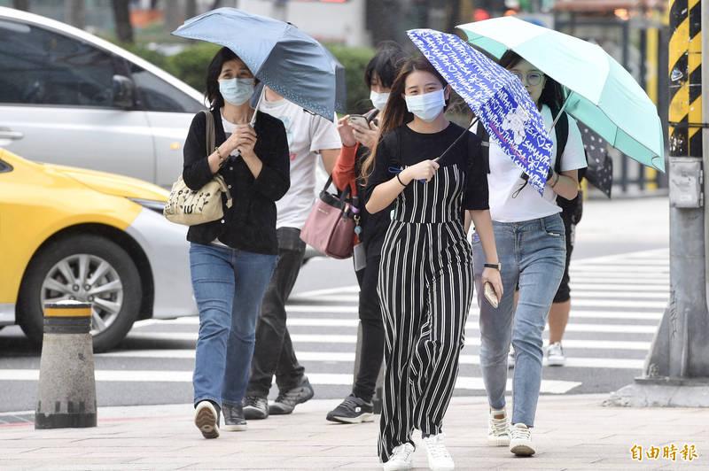 中央氣象局指出,今天(21日)受東北風影響,易有短時強降雨。(資料照)
