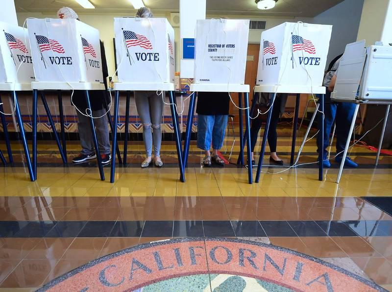 關鍵搖擺州選情受到關注,密西根擔心選民受到威脅恐嚇,宣布選舉當天不得攜帶槍枝武器前往投票所。(法新社資料照)