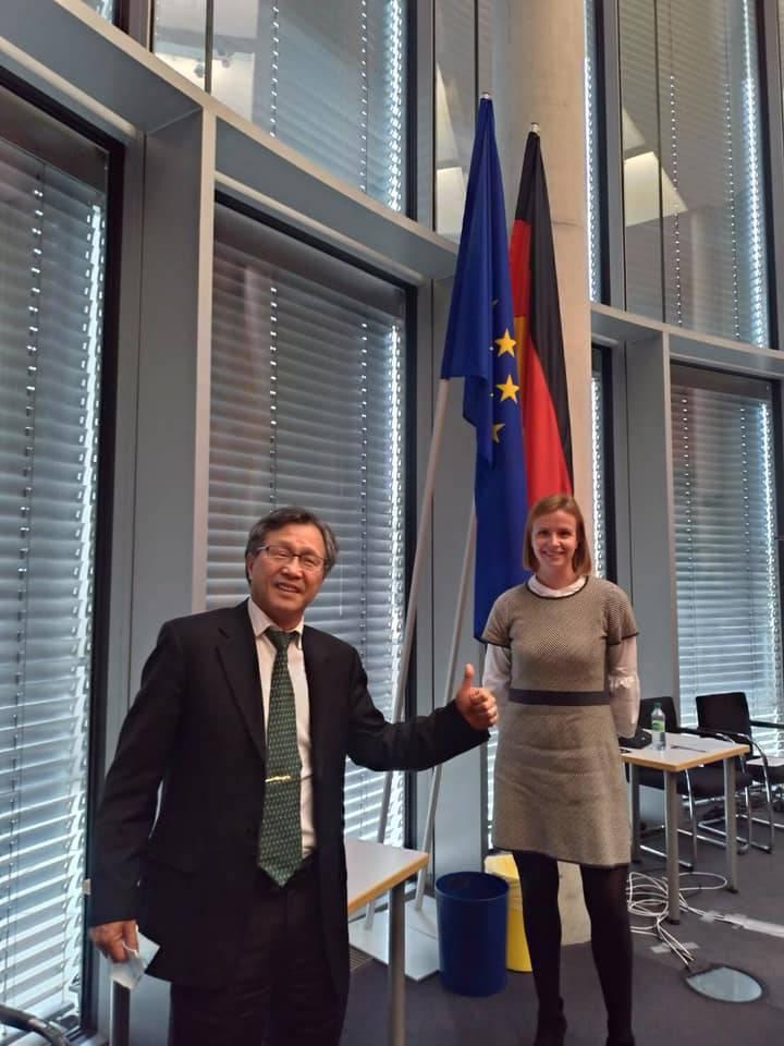 我駐德代表謝志偉參與德國國會人權委員會。(圖翻攝自謝志偉臉書)