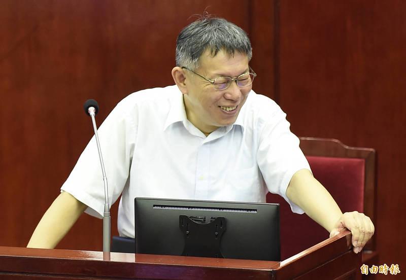 新北市長侯友宜連日來爭取捷運環狀線經營權,台北市長柯文哲(見圖)在議員答詢時說,「嘿嘿嘿,他(侯)只是弄一個聲量而已啦、喊一喊而已」,這沒那麼容易。(資料照)
