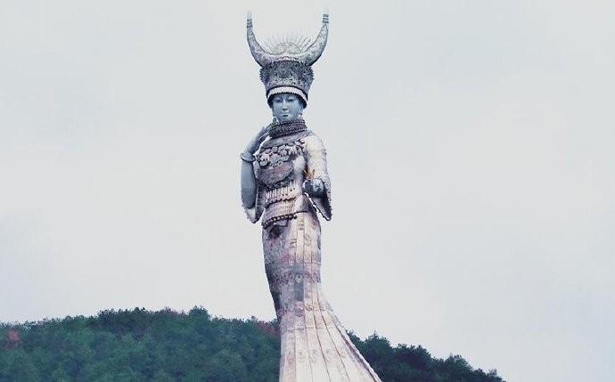 中國貴州省貧困縣耗費鉅資打造苗族女神仰阿莎雕像,挨批大白象工程。(取自人民視覺網站)
