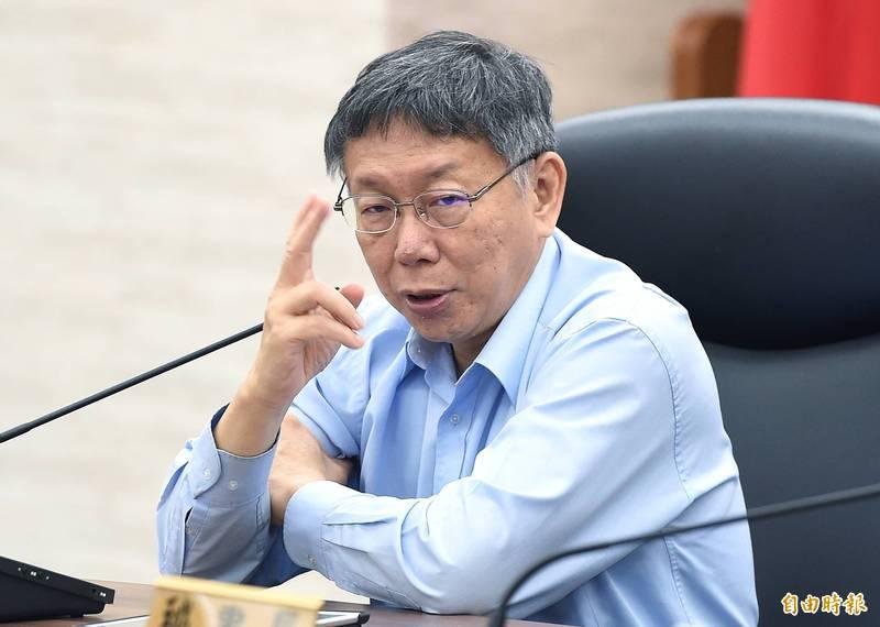 台北市長柯文哲說,企業公司應善盡企業社會責任,再不改善,將定期公布2大外送平台業者的車禍受傷人數,2個月後上路。(記者廖振輝攝)